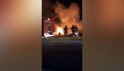 Un auto despistó y se incendió a pocos kilómetros de donde volcó el micro de egresados