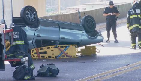 Choque y vuelco en el puente Avellaneda: un chico de 18 años murió y hay seis heridos
