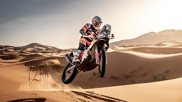 Luciano Benavides, de dormir con motos de juguete a correr el Dakar en el desierto de Arabia