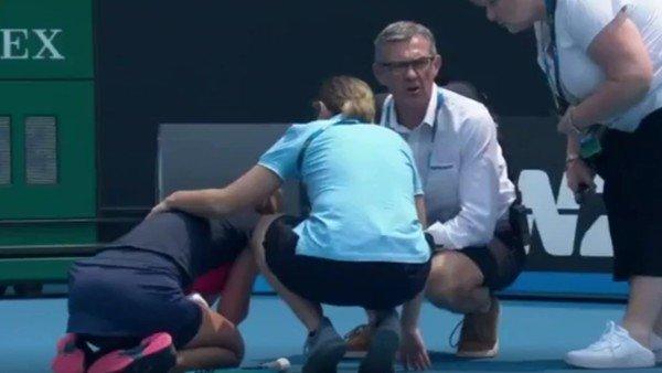 Ataque de tos, demoras y abandono: el retiro de una tenista enciende la alarma en el Abierto de Australia
