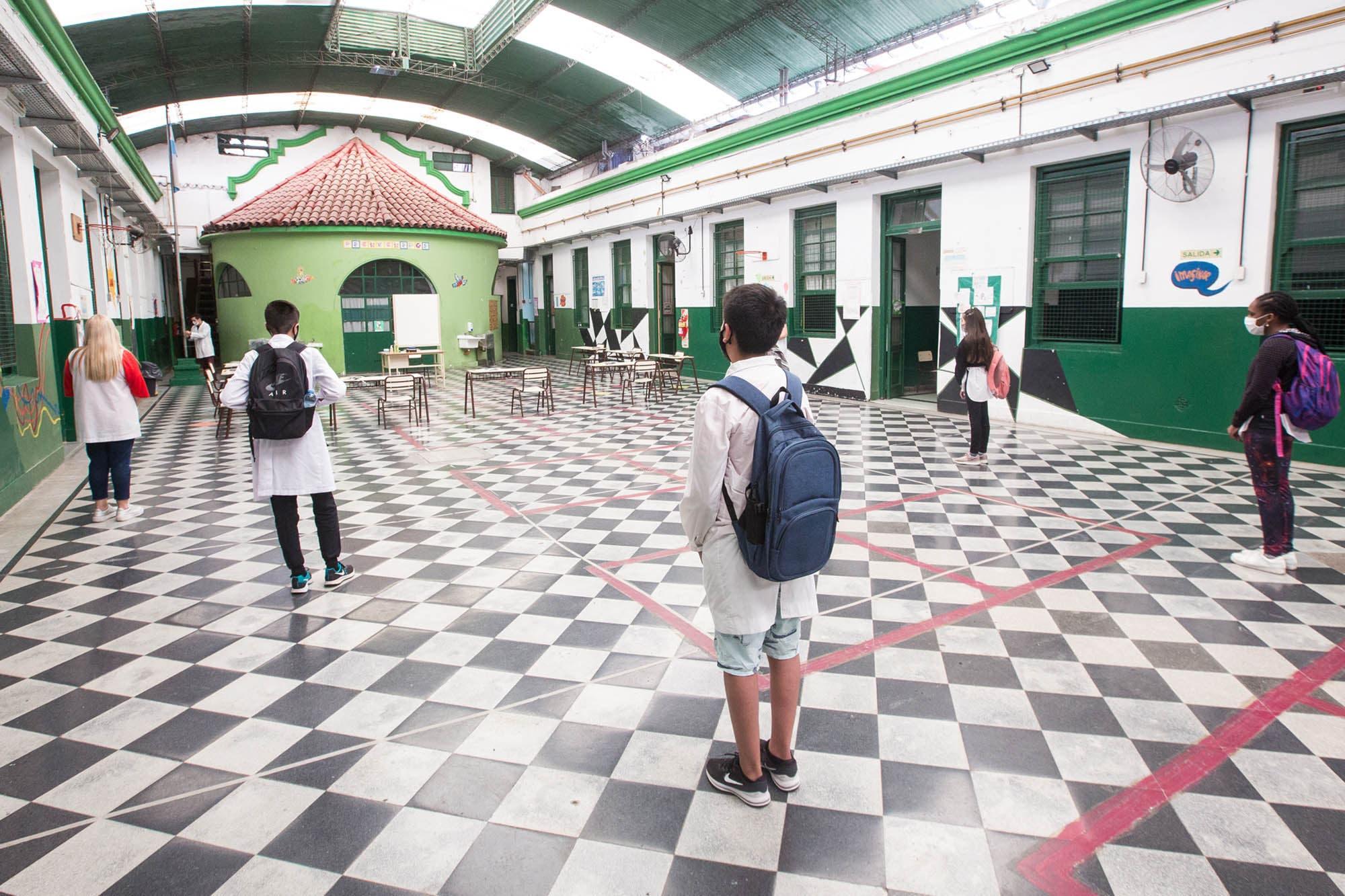 Fin de ciclo escolar: el protocolo porteño habilita graduaciones en espacios al aire libre y con hasta cien personas