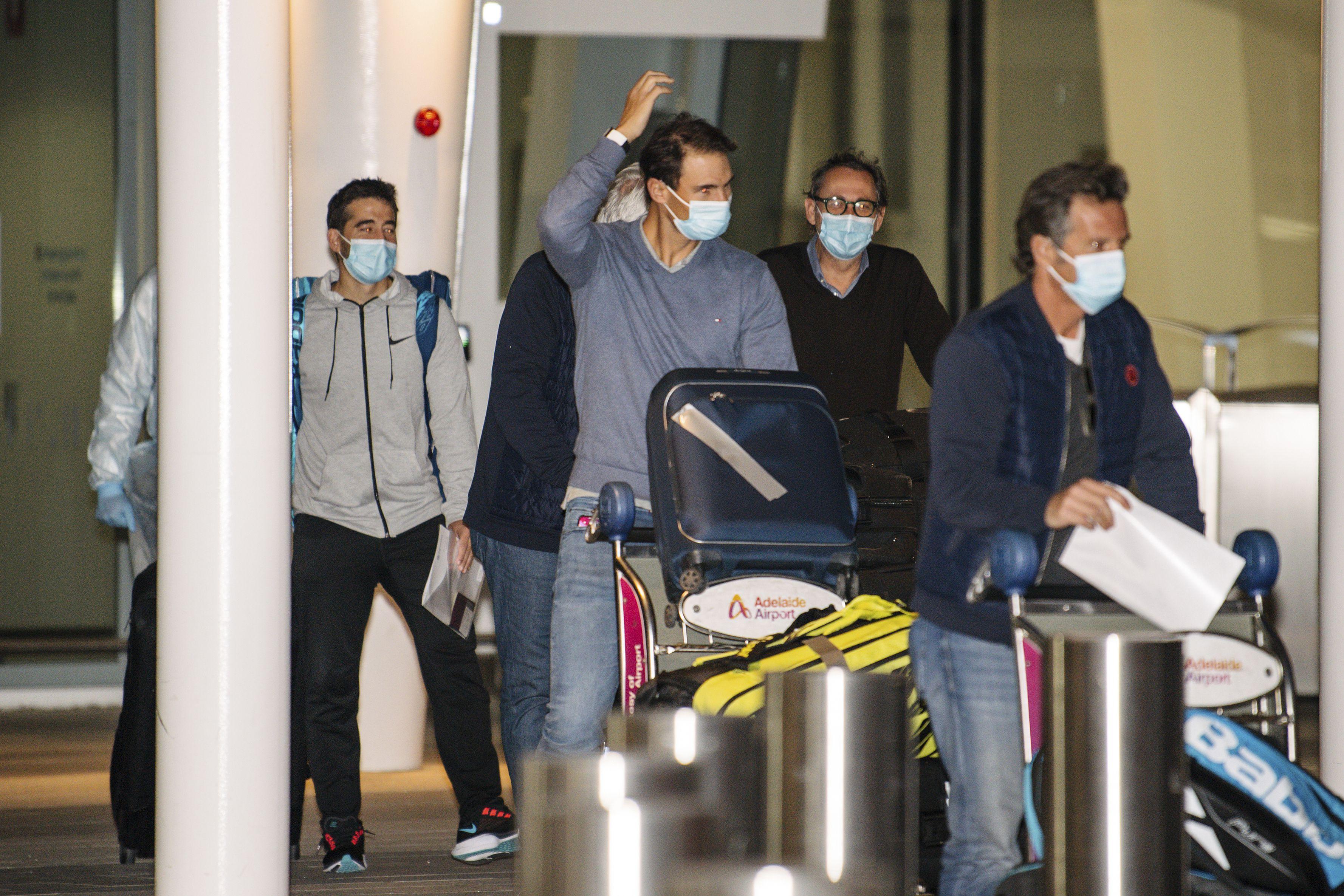 El coronavirus sigue impactando en el Abierto de Australia: se contagiaron dos tenistas y otros 72 siguen aislados